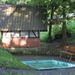 Tretbecken vom Wanderverein unterhalb der Schutzhütte