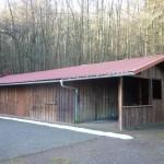 Wanderheim geschlossen, mit offenem Unterstand und neuem Dach